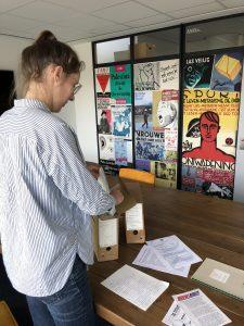 IISG-onderzoekter Rosa Kösters voor materiaal 'van de UNOX-werkvloer'